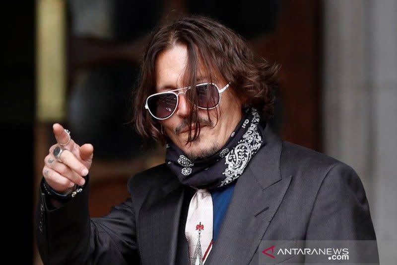 "Johnny Depp minta tunda sidang demi syuting ""Fantastic Beasts 3"""