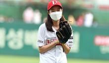 [MD PHOTO] 韓國女藝人孔曉振擔任職業棒球比賽開球嘉賓