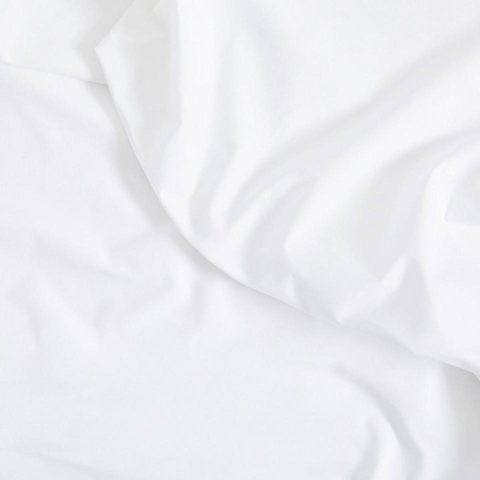 """<p><strong>Brooklinen</strong></p><p>brooklinen.com</p><p><strong>$139.00</strong></p><p><a href=""""https://go.redirectingat.com?id=74968X1596630&url=https%3A%2F%2Fwww.brooklinen.com%2Fproducts%2Fclassic-core-sheet-set&sref=https%3A%2F%2Fwww.housebeautiful.com%2Fshopping%2Fhome-accessories%2Fg33623901%2Fbest-bedding%2F"""" target=""""_blank"""">BUY NOW</a></p><p>Brooklinen's Classic Core sheets have a crisp percale weave and are made with 100 percent long-staple cotton. </p>"""