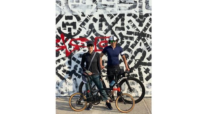 Jadi Tren, Ini 6 Gaya Artis Saat Bersepeda dengan Pasangan (sumber: Instagram.com/anggiakuncoro)