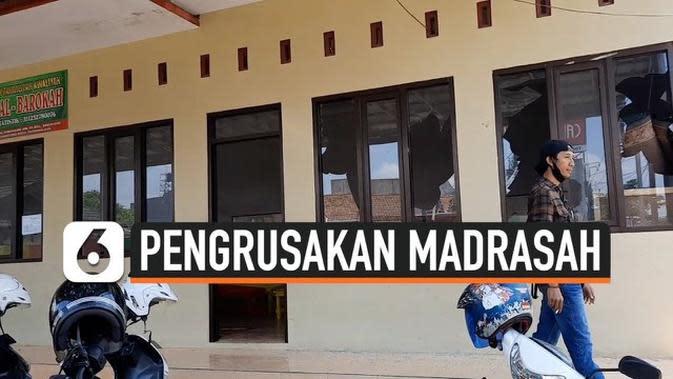 VIDEO: Gedung Madrasah Rusak Dilempari Gerombolan Pemuda