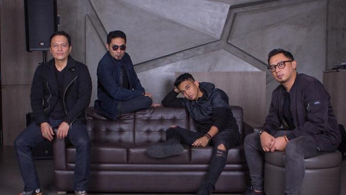 Keluar dari Lyla, Naga kini mengisi kekosongan di posisi vokalis ADA Band. (Instagram ada_indonesia)