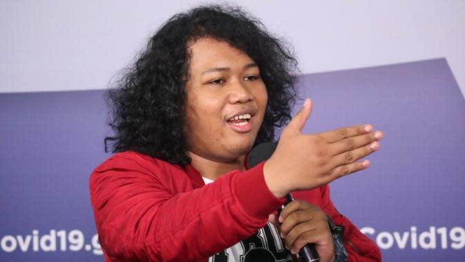 Komika Stand Up Comedy Marshel Widianto mengajak masyarakat untuk tetap bersabar hadapi COVID-19 saat konferensi pers di Graha BNPB, Jakarta, Minggu (14/6/2020). (Dok Badan Nasional Penanggulangan Bencana/BNPB)