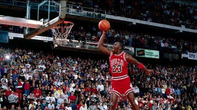 Ketika Michael Jordan Tontoni Pacar Seksi Dennis Rodman Bugil di Hotel