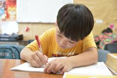 許孩子一個快樂的學習環境