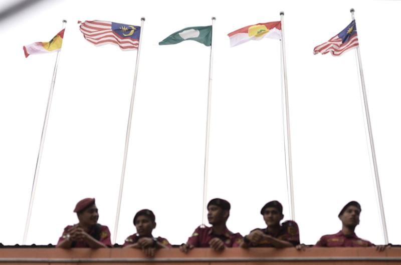 The Umno-PAS partnership would appear to have the edge in fresh polls, according to observers. — Picture by Miera Zulyana