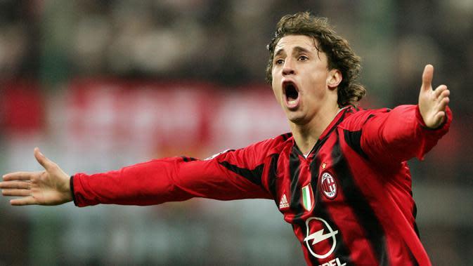 Sempat bermain untuk Inter dan Chelsea, Hernan Crespo dipinjamkan ke AC Milan selama semusim. Hasilnya, striker gondrong tersebut membawa Setan Merah ke final Liga Champions 2005. (AFP/Patrick Hertzog)