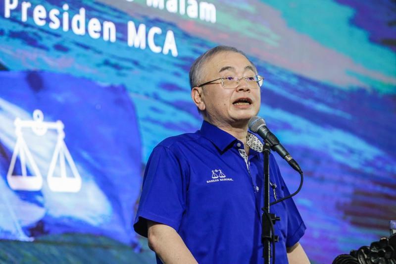 MCA president Datuk Seri Wee Ka Siong speaks while campaigning in Putatan Sabah September 24, 2020. ― Picture by Firdaus Latif