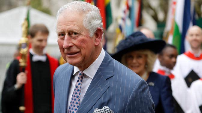 File foto 9 Maret 2020, Pangeran Charles dan istri, Camilla pergi setelah menghadiri layanan Hari Persemakmuran tahunan di Westminster Abbey di London. Pangeran Charles yang kini berusia 71 tahun positif tertular corona COVID-19 dan menjalani karantina di Skotlandia. (AP/Kirsty Wigglesworth, File)