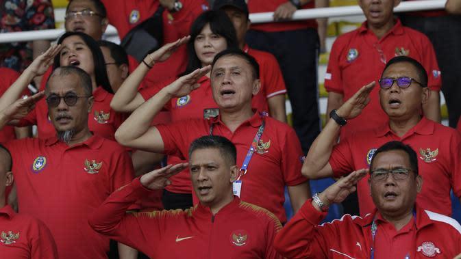 Ketua Umum PSSI, Mochamad Iriawan, memberikan dukungan untuk Timnas Indonesia U-22 saat melawan Thailand pada SEA Games 2019 di Stadion Rizal Memorial, Manila, Selasa (26/11). Indonesia menang 2-0 atas Thailand. (Bola.com/M Iqbal Ichsan)