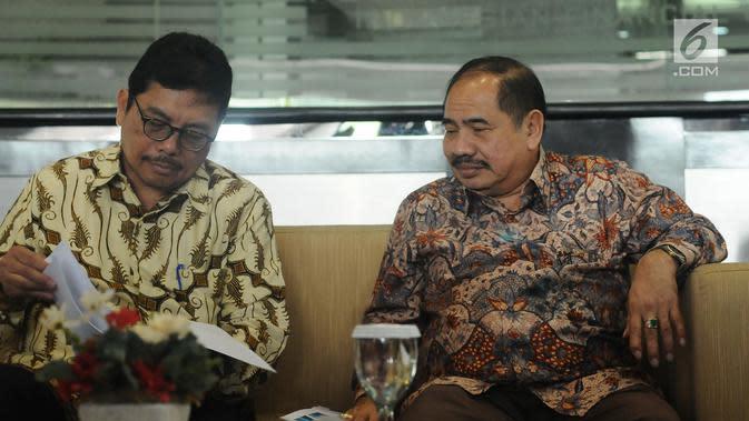 Kepala PPATK Kiagus Ahmad Badaruddin (kanan) saat menghadiri jumpa pers usai pertemuan di Jakarta, Selasa (29/8). Pertemuan beragendakan dua hal penting diantaranya penyampaian progres report atas pelaksanaan MER. (Liputan6.com/Helmi Fithriansyah)