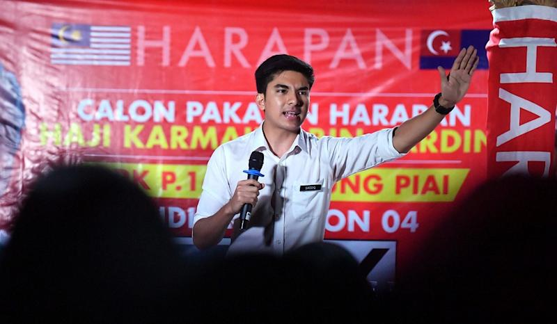 Videos of Bersatu Youth chief Syed Saddiq Abdul Rahman (pic) uttering the Malay adjective to describe the Bersatu competitor in the six-way battle has been circulating widely on social media, with some suggesting it to be a precognition. — Bernama pic