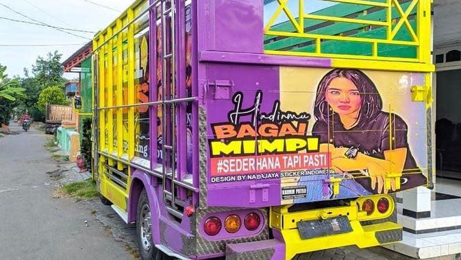Potret Wika Salim hiasi bak truk (Sumber: Instagram/wikasalim)