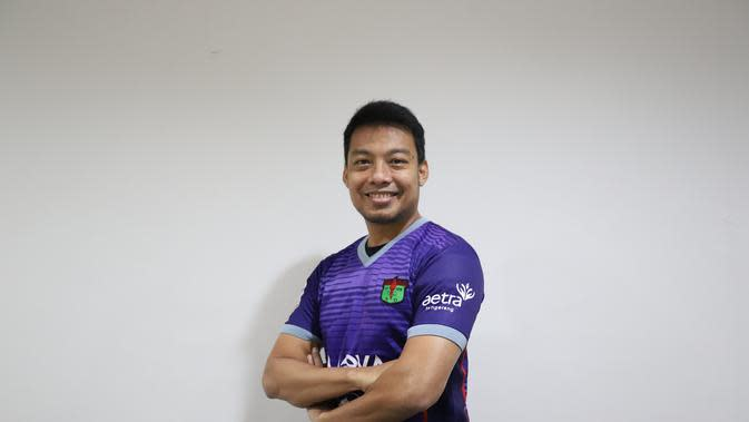 Hamka Hamzah resmi bergabung dengan Persita Tangerang. Bek berusia 35 tahun itu dikontrak satu tahu. (foto: Persita)