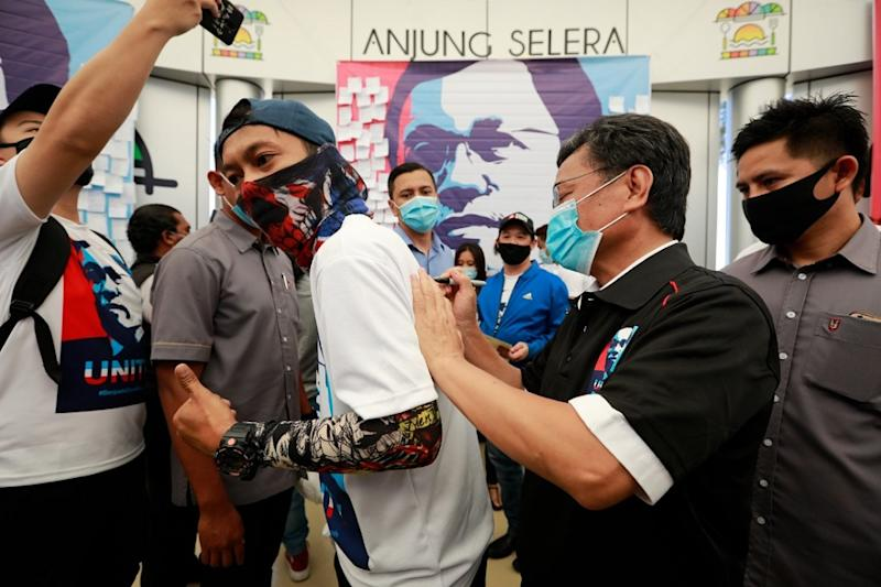 Shafie Apdal's message and policies of unity have attracted a youth following in Sabah. — Picture courtesy of Sabah Chief Minister's Department