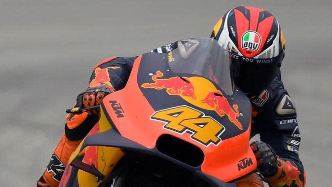 Pol Espargaro saat mengendari motor KTM Factory Racing. (Lluis Gene/AFP)