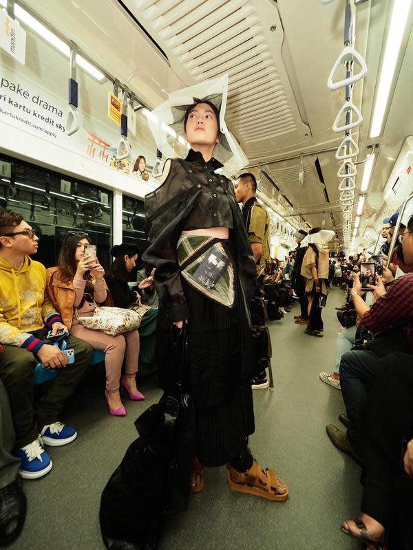 Gelaran Fashion Rocks 2020 digelar di MRT Jakarta dengan melibatkan tiga desainer muda (Foto: Fashion Rocks)
