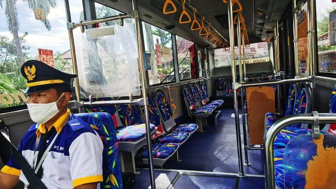 Fasilitas di dalam Teman Bus yang akan melayani warga Kota Palembang secara gratis hingga bulan Desember 2020 mendatang (Dok. Humas Kemenhub / Nefri Inge)
