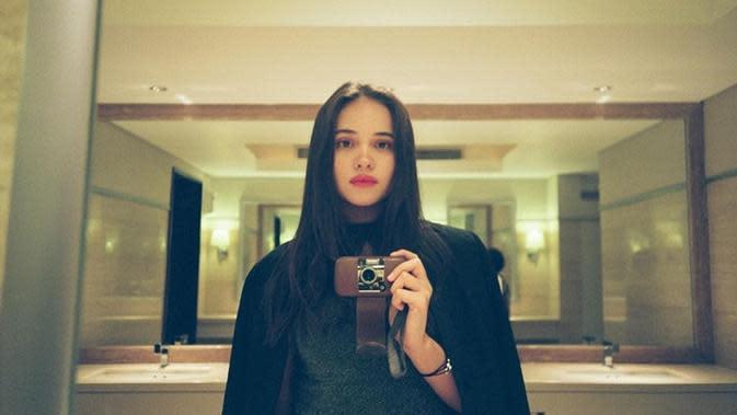 Aurora Ribero, aktris cantik yang jadi lawan main Iqbaal Ramadhan di film terbaru. (Sumber: Instagram/@auroraribero)