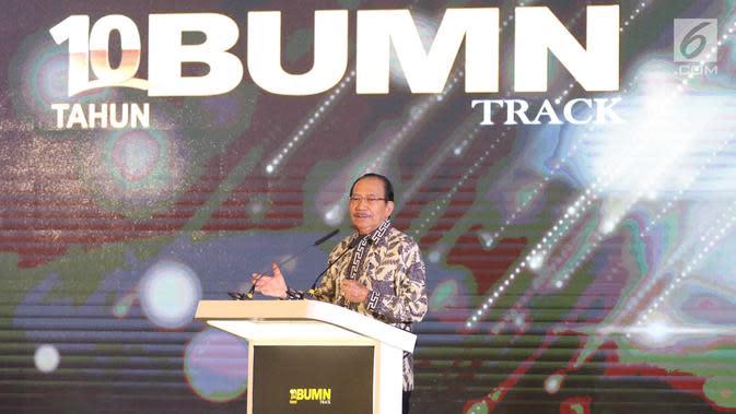 Ketua Dewan Juri Anugerah BUMN 2017, Tanri Abeng menyampaikan sambutan di Jakarta, Jumat (15/9). Tahun ini untuk pertama kalinya Anugerah BUMN Awards 2017 tidak hanya melibatkan BUMN, tetapi juga anak Perusahaan BUMN. (Liputan6.com/Angga Yuniar)