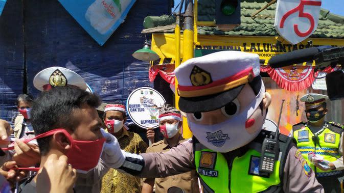 Menekin Cak Tejo (Cakap Tertib Jogo Suroboyo) Satlantas Polrestabes Surabaya. (Foto: Liputan6.com/Dian Kurniawan)