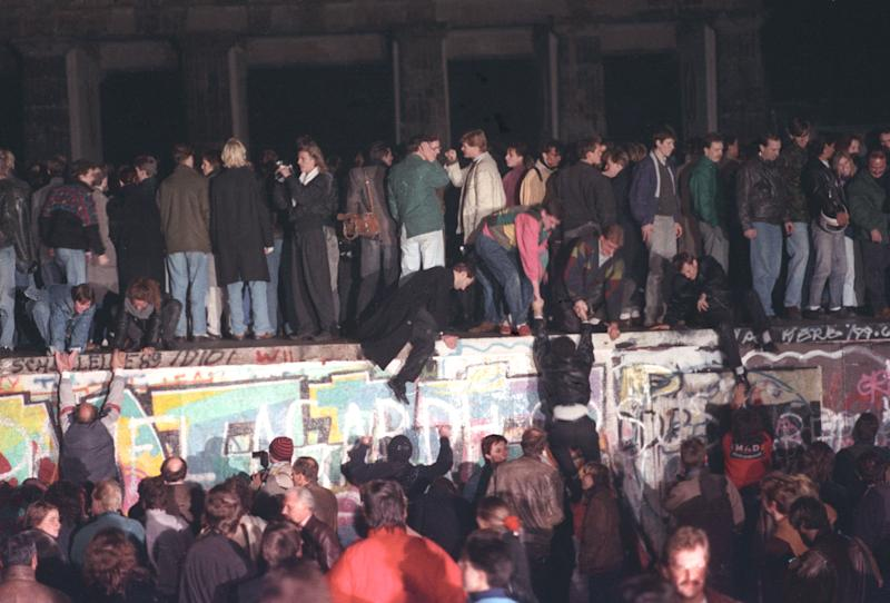 West Berlin citizens continue their vigil atop the Berlin Wall in front of the Brandenburg Gate, Nov. 10, 1989. Thousands of people rallied on the dividing border. (Photo: Reuters)