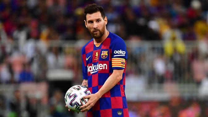 4. Lionel Messi (33 tahun) - Ketajaman Lionel Messi tampaknya belum akan melemah meski telah memasuki usia 33 tahun. Bahkan pada musim lalu, pemain asal Argentina ini menjadi top skor Liga Spanyol dengan torehan 25 gol dan 21 assist dari 33 penampilannya bersama Barcelona. (AFP/Giuseppe Cacace)