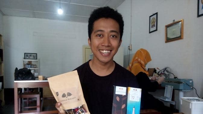 Coklat Makaryo buah tangan dari Kulonprogo dengna berbagai pilihan rasa yang bisa dibawa dari Kulonprogo. Fachri memilih coklat sebagai bisnisnya untuk oleoleh khas Kulonprogo. (Foto: Liputan6.com/Yanuar H)