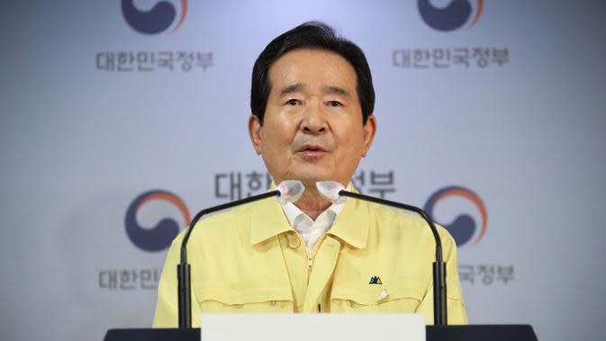 Perdana Menteri Korea Selatan Chung Sye-kyun saat konferensi pers di Seoul, Korea Selatan, Selasa (18/8/2020). Korea Selatan akan melarang pertemuan publik besar dan menutup gereja serta tempat hiburan malam menyusul lonjakan mengkhawatirkan dalam kasus COVID-19. (Kim Seung-doo/Yonhap via AP)