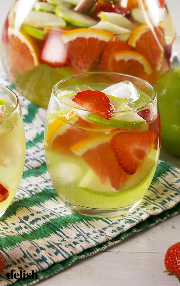 "<p>Olive Garden fans, this tastes just like the drink you know and love.</p><p>Get the recipe from <a href=""https://www.delish.com/cooking/recipe-ideas/a28691436/green-apple-moscato-sangria-recipe/"" target=""_blank"">Delish</a>.<br></p>"