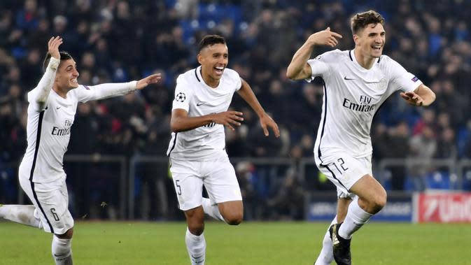 Bek Paris Saint-Germain, Thomas Meunier (kanan) mencetak satu gol untuk kemenangan timnya atas FC Basel pada laga grup A Liga Champions di St Jakob-Park, Basel, (1/11/2016). PSG menang 2-1. (AFP/ Fabrice Coffrini)