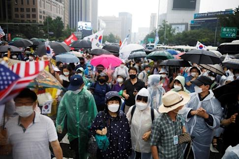 Protesters march in an anti-government demonstration in Seoul on August 15, 2020. Photo: Reuters