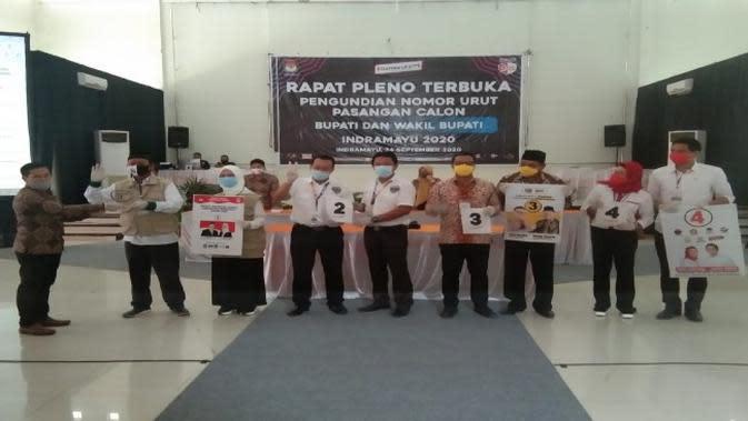 Empat Paslon Pilkada Indramayu foto bersama usai mendapatkan nomor undian dari KPUD Indramayu. Foto (Istimewa)