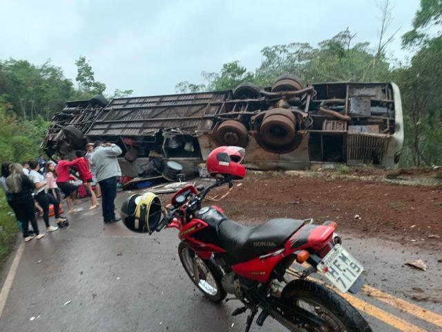 当地居民帮助学生(照片:JoãoPedro Ribas /个人档案)
