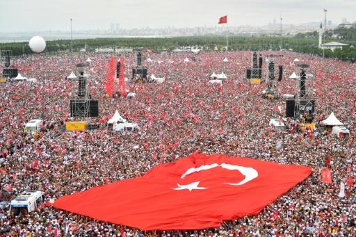 Hundreds of thousands of supporters of Turkish opposition presidential candidate Muharrem Ince joined an Istanbul rally on the eve of the vote