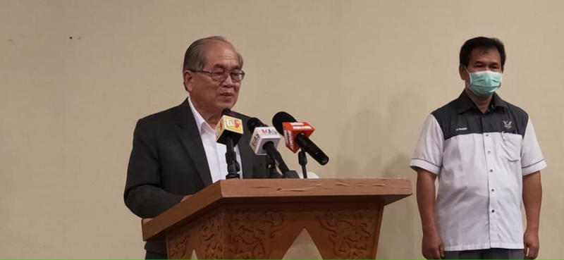 SDMC chairman Datuk Datuk Amar Douglas Uggah said Sarawak registered today a new death from Covid-19 today and one new infection case from a returnee. — Picture courtesy of Sarawak Public Communications Unit