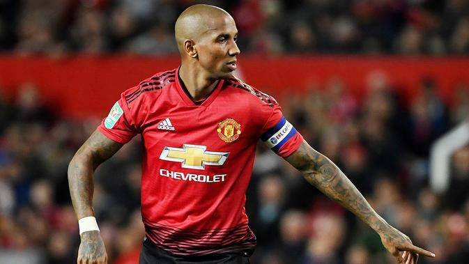 Bek Manchester United, Ashley Young. (AFP/Paul ELlis)