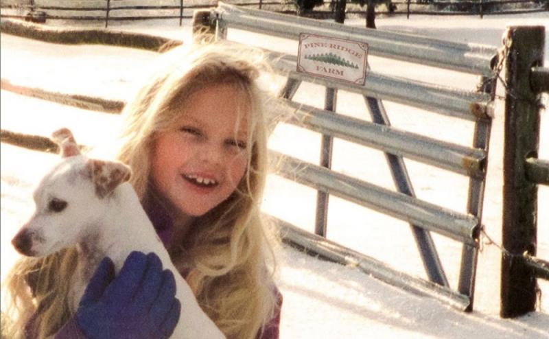 Taylor Swift S Christmas Tree Farm Video Is A Vhs Wonderland