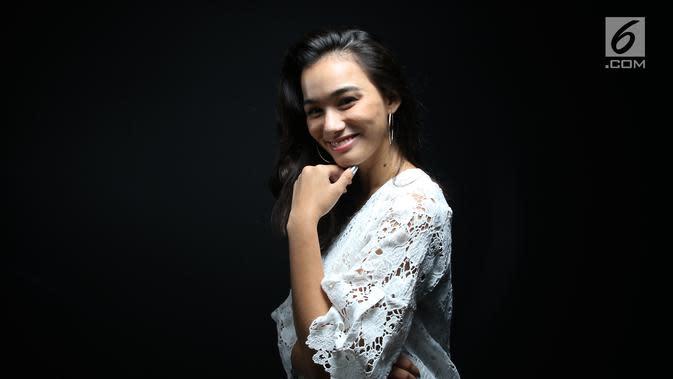 Pemain film Merah Putih Memanggil, Mentari De Marelle saat berkunjung ke kantor Liputan6.com di SCTV Tower, Jakarta, Selasa (9/26). (Liputan6.com/Fatkhur Rozaq)