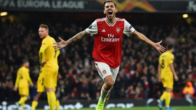 Gelandang Arsenal, Dani Ceballos, merayakan gol yang dicetaknya ke gawang Standart Liege pada laga Liga Europa di Stadion Emirates, London, Kamis (3/10). Arsenal menang 4-0 atas Liege. (AFP/Glyn Kirk)