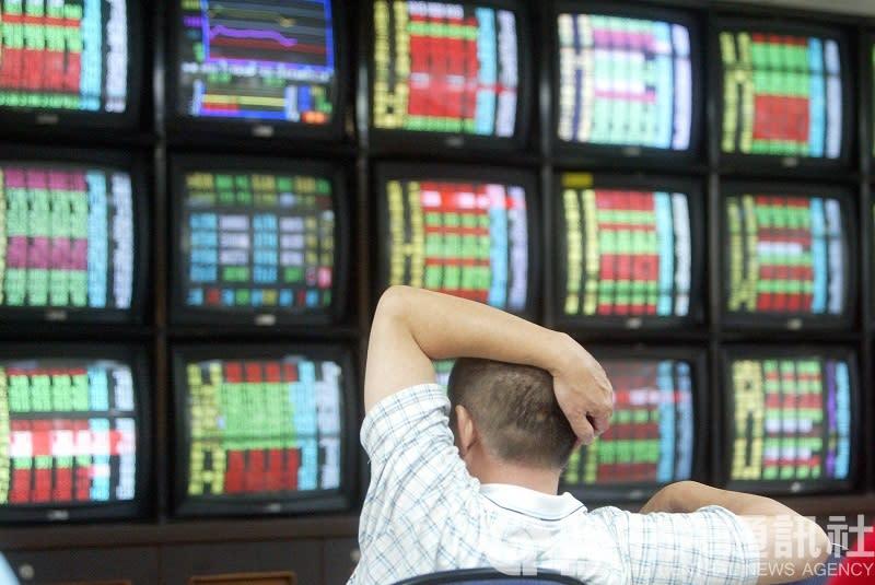 台股今天在台積電股價續創新高激勵下,早盤一度漲逾60點,只是隨後翻黑。(資料照)