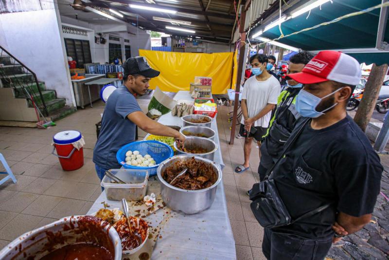 Customers wait to get their nasi lemak fix from Nasi Lemak Antarabangsa in Kampung Baru on May 4, 2020. — Picture by Hari Anggara