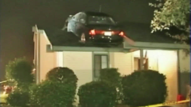 Stolen Saturn crash-lands on apartment roof