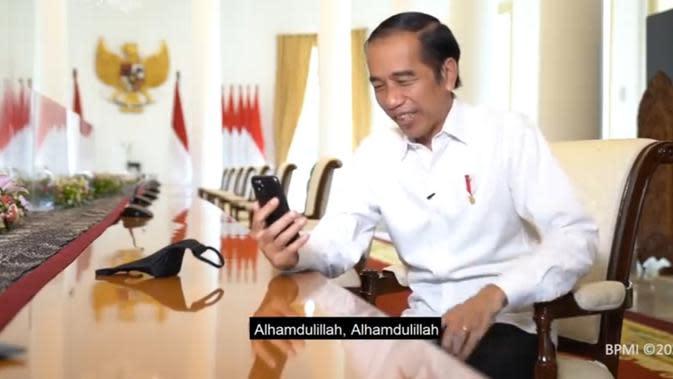 Presiden Joko Widodo melakukan panggilan video dengan guru SMPN 7 Padang. (Tangkapan layar Youtube Sekretariat Presiden)