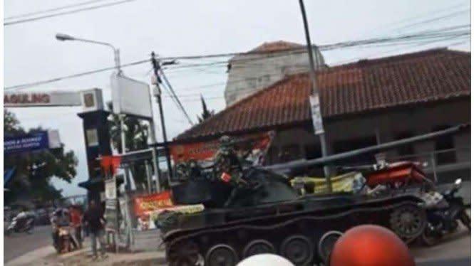 POM AD Turun Tangan Selidiki Kasus Tank Tabrak Gerobak Tahu
