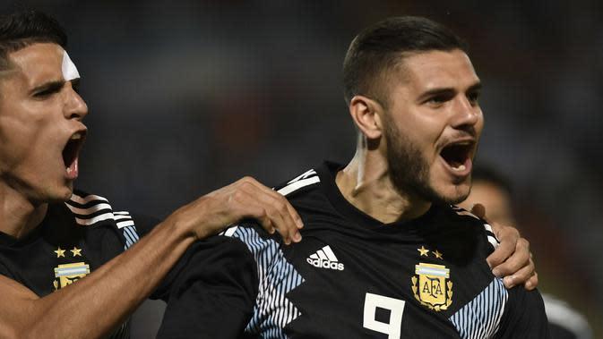 Mauro Icardi mencetak gol debut untuk Timnas Argentina saat melawan Meksikio (Andres Larrovere / AFP)