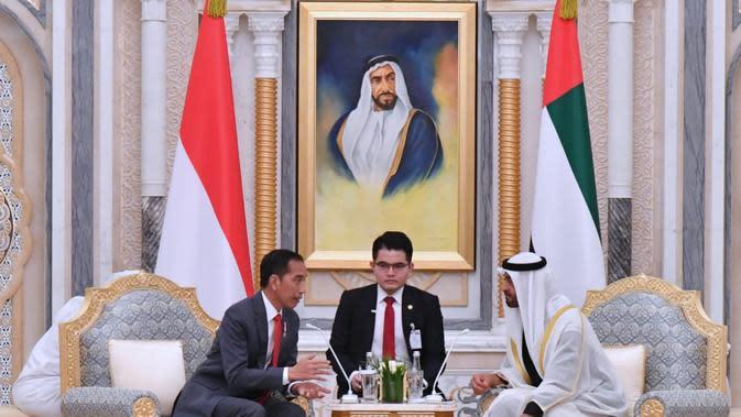 Presiden Jokowi dan Putra Mahkota Mohamed bin Zayed bertemu di Istana Qasr Al Watan, Abu Dhabi, UEA, Minggu (13/1/2020) malam. (Biro Pers Istana)