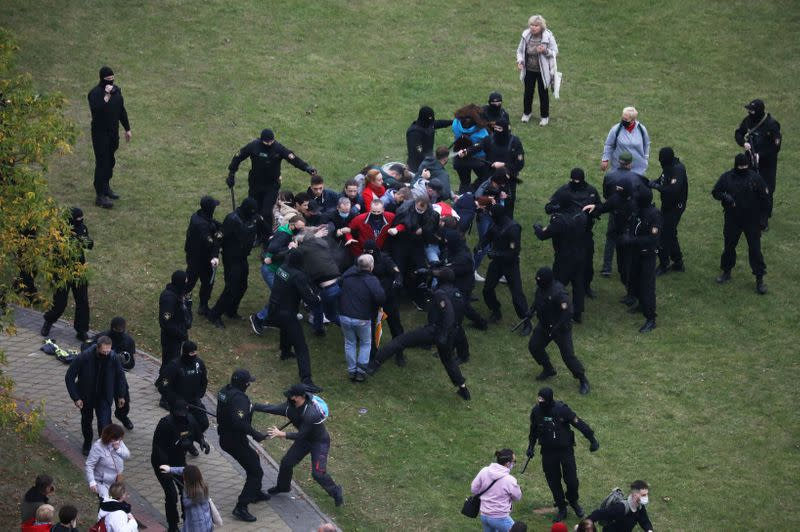 Police in Belarus crack down on protesters, detain dozens