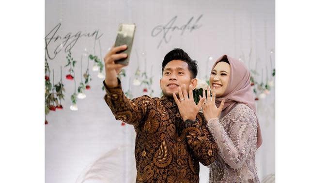 6 Momen Lamaran Andik Vermansah dan Silvia Anggun, Tebar Senyum Bahagia (sumber: Instagram.com/andikvermansah)