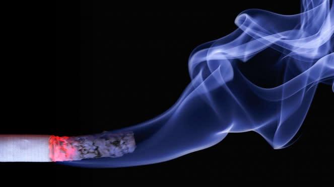 Asap rokok.